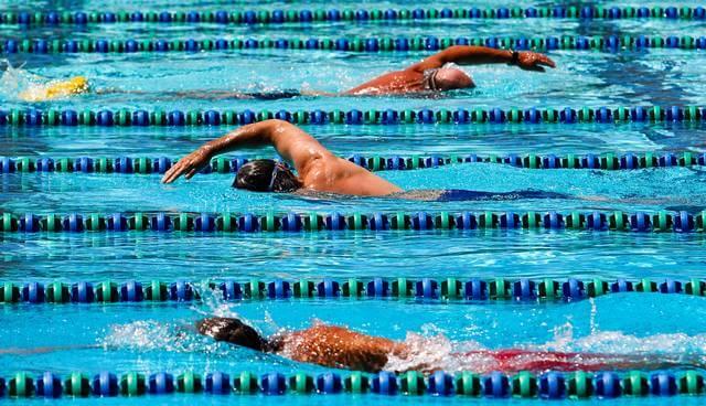 Pool lane swimming etiquette for Swimming etiquette public pool